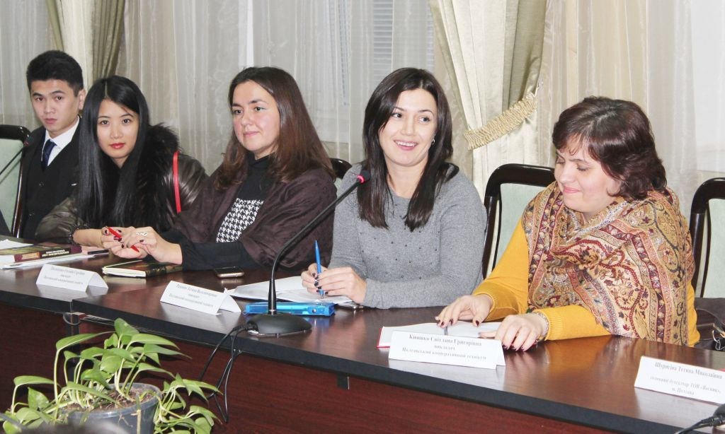 round-table-for-ukrainian-and-foreign-students-dedicated-to-the-international-day-and-international-day-of-accountant-student-1